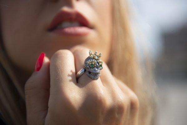 Divina Skull anello teschio corona argento glitter atena