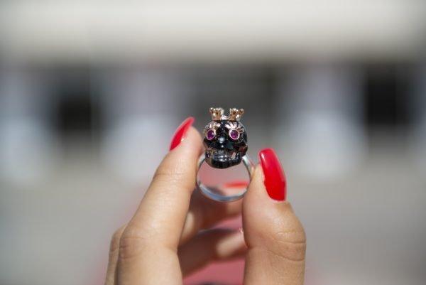 Divina Skull anello teschio corona nero didone