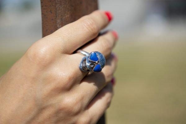 Divina Skull anello teschio occhi cuore aine blu